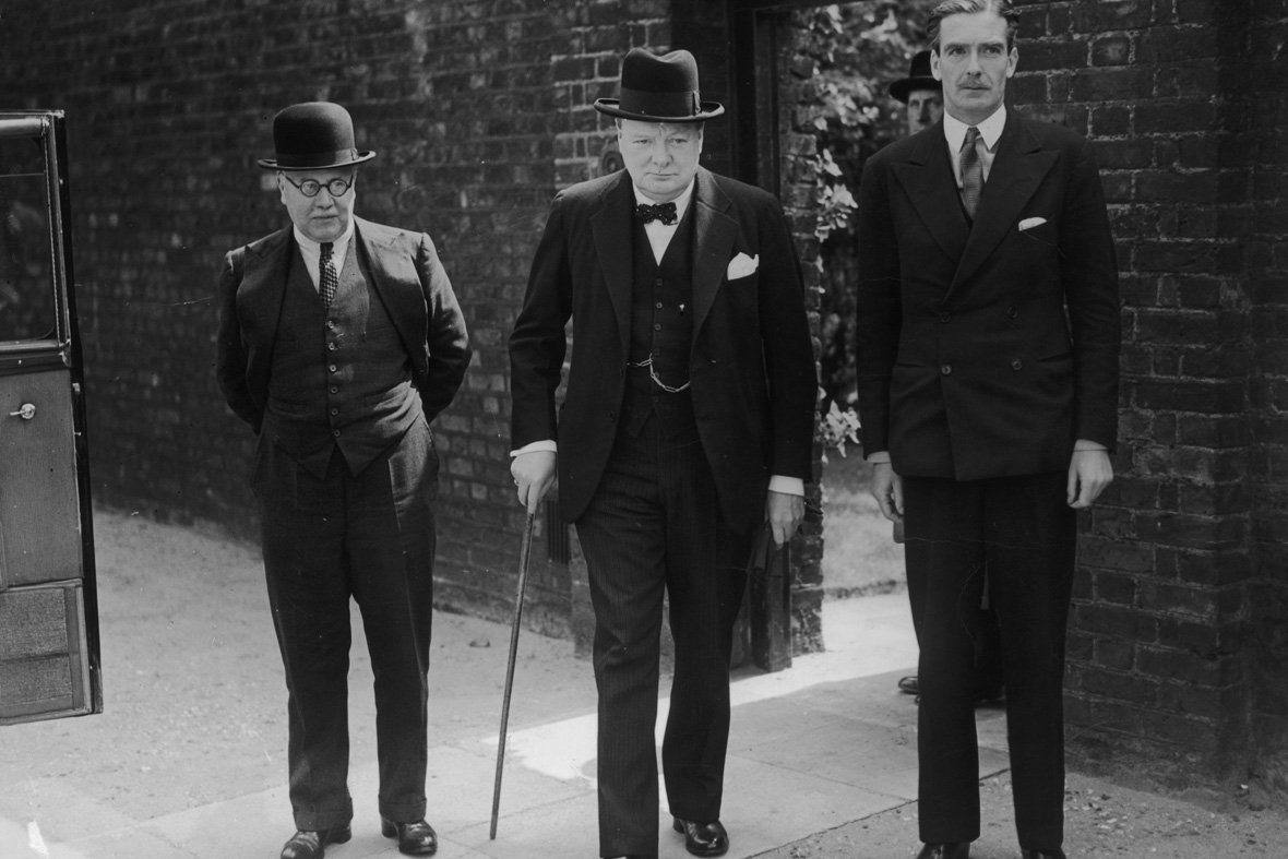 edotpriale marzo 2016 - 1940, Winston Churchill con l'Air Minister Sir Kingsley Wood e il Foreign Secretary Anthony.